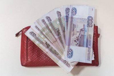 В Кемерове ещё одна женщина ответила на звонок и потеряла 100 000 рублей