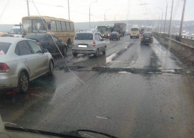 Не прошло и недели: Кузбасский мост в Кемерове снова ремонтируют