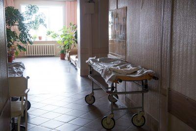 «Всё ещё в тяжёлом состоянии»: о травмах девочки, на которую рухнул лёд в Кемерове