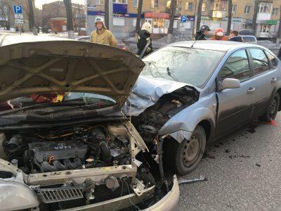 Фото: Новокузнецке столкнулись две легковушки, есть пострадавшие