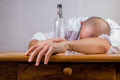 Чиновники считают, что в Кузбассе стали меньше пить и грустить
