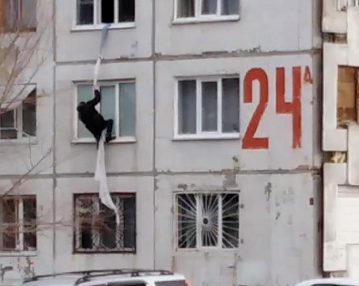 Видео: в Кемерове заметили Человека-паука