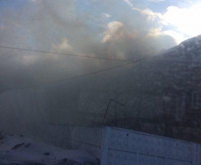 Видео: в Кемерове горит крупное производственное здание