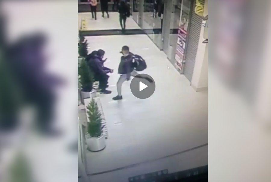 Фото: в новокузнецком ТРЦ парня избили до потери сознания