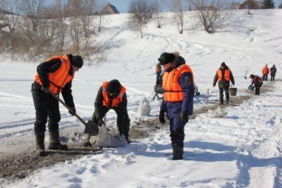 В Кузбассе неожиданно стали закрывать ледовые переправы