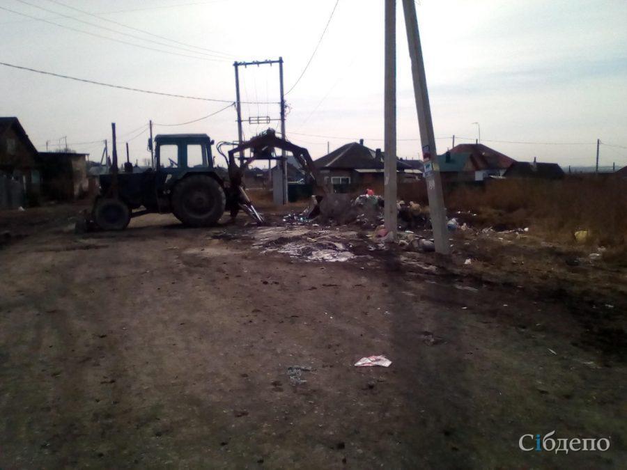 Жители кузбасского города заставили власть убрать свалку с улицы