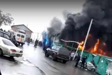 Видео: в Кузбассе полыхал рынок