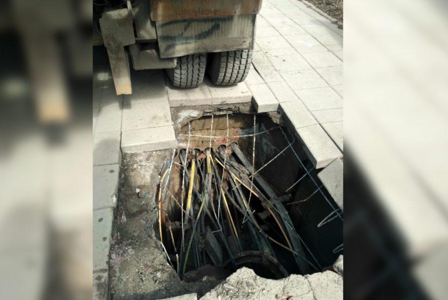 Власти рассказали, из-за чего провалился тротуар в центре Кемерова