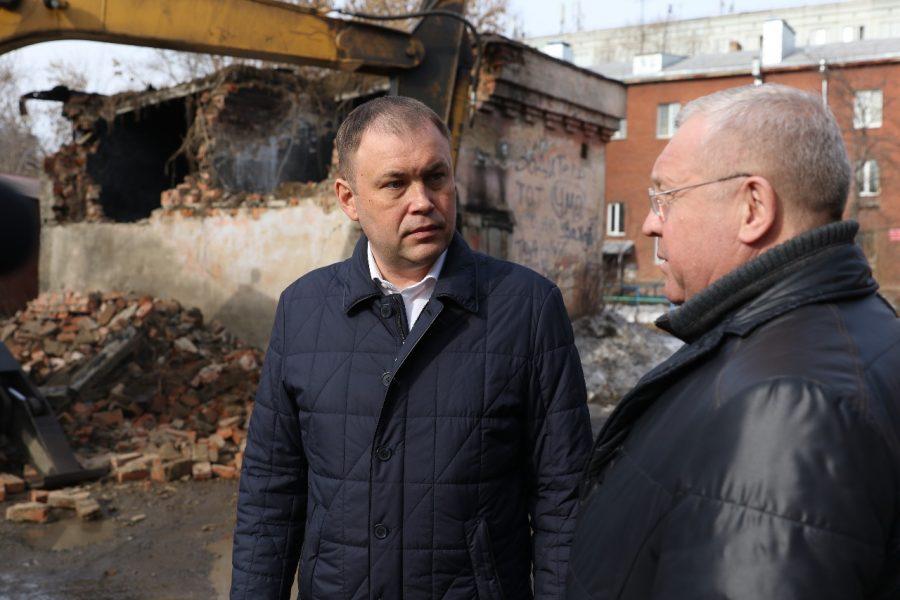 Фото: власти Кемерова снесли опасный заброшенный объект