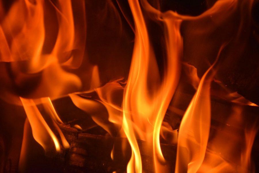 Видео: по Кемерову проехал горящий «призрак»