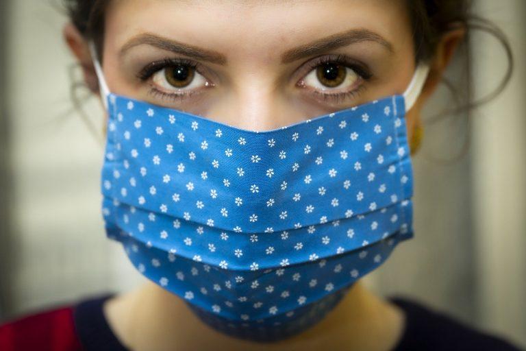 Коронавирус вновь атакует города, но в Кузбассе маски никто не носит