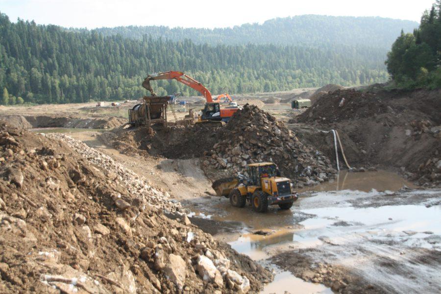 Добыча россыпного золота в районе Междуреченского городского округа. (Фото: Андрей Чекалин)